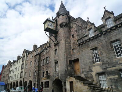 The Canongate with the Old Tolbooth. The apartment is along Old Tolbooth Wynd, behind the clock tower